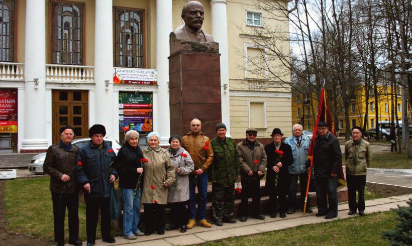 Ленин – жил, Ленин – жив, Ленин – будет жить!