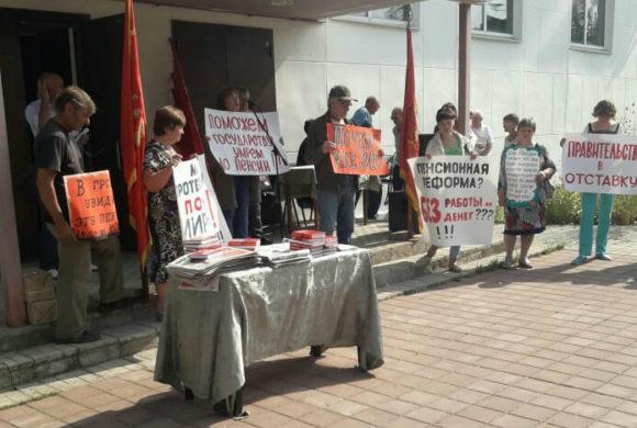 Н.И.Яшкин выступил перед гражданами в Кирове и провел собрание в Хвастовичях.