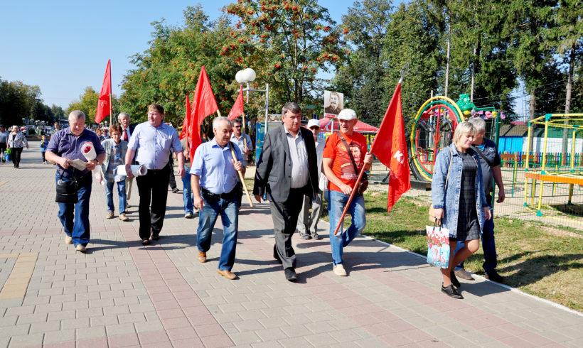 «Протестуем мирно, но изо всех сил!». Митинг против повышения пенсионного возраста прошел в г. Людиново