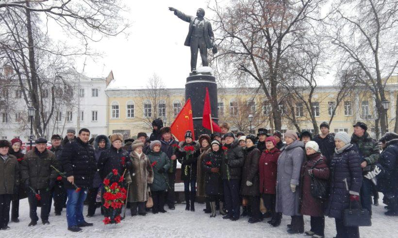 Коммунисты Калуги возложили цветы к памятнику Ленину по случаю 95-летия со дня смерти вождя