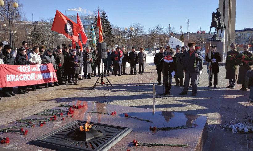 Митинг в честь дня Советской Армии и Военно-Морского Флота в Калуге.
