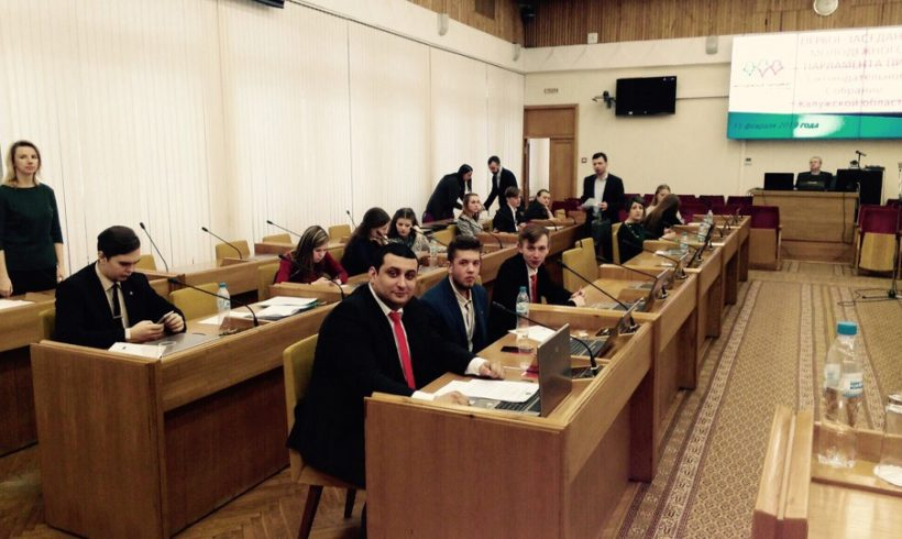 Комсомольцы в молодежном парламенте
