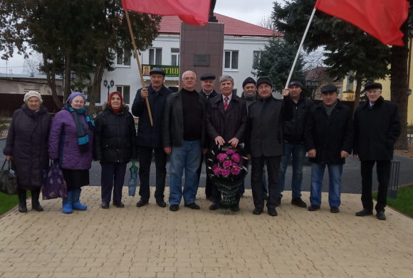 Мещовские коммунисты отметили годовщину Октября