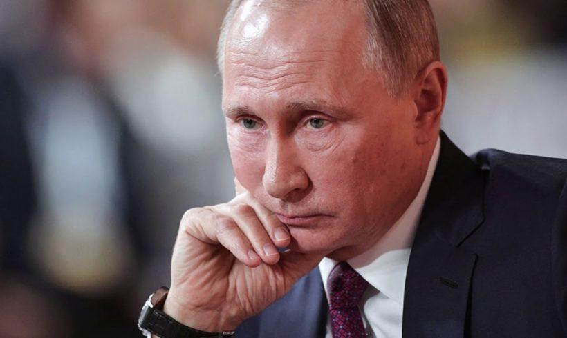Уровень доверия к Путину за 2 года снизился почти в 2 раза