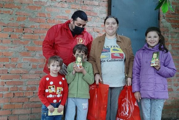Комсомольцы поздравили многодетные семьи с днём защиты детей
