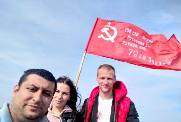 Комсомольцы водрузили Знамя Победы над Калугой