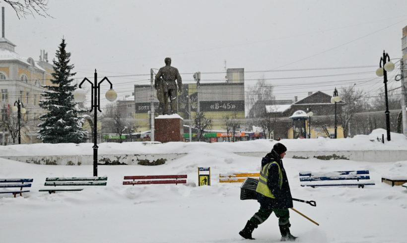 Калужский губернатор отправил чиновников чистить снег