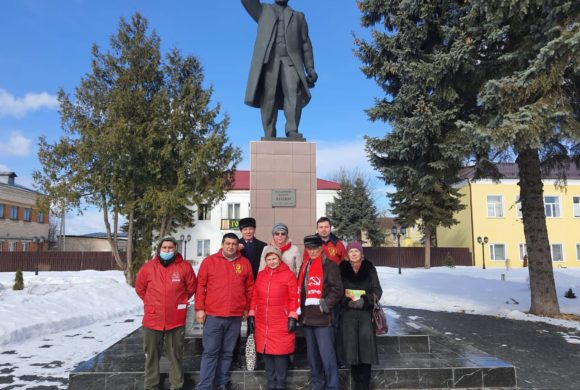 Коммунисты поздравили женщин с 8 марта