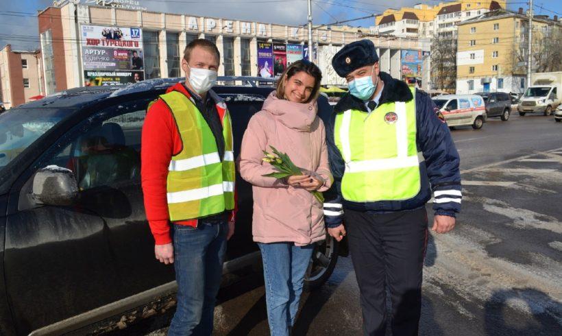 Комсомольцы совместно с сотрудниками ГИБДД поздравили женщин с 8 марта!