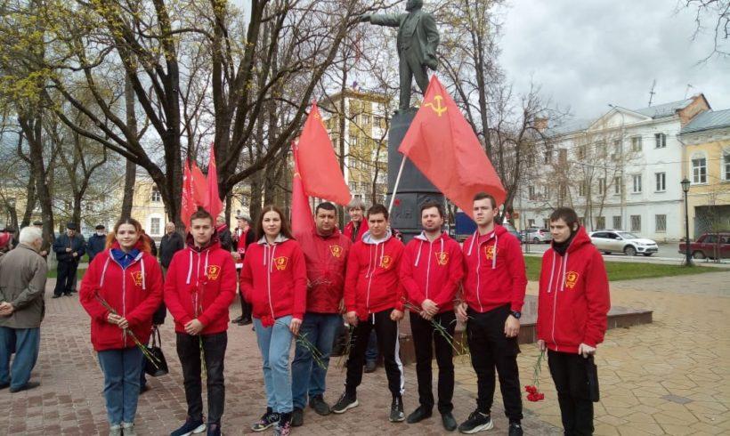 """1 мая в Калужские комсомольцы провели акцию """"Красные в городе"""""""